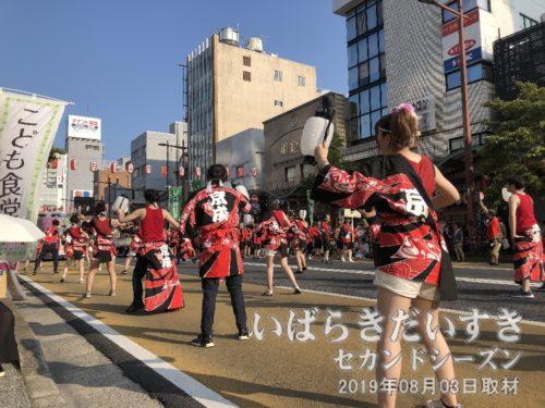赤い、水戸京成百貨店。