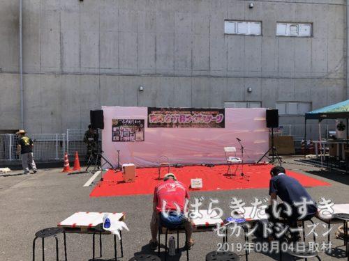 南町2丁目ライブステージは準備中。