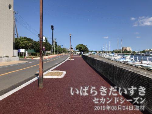 常磐線で土浦駅まで戻り、土浦港。