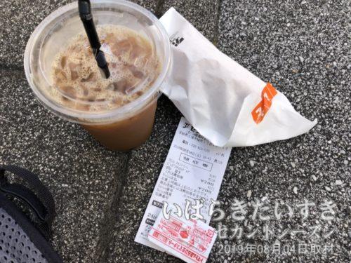 セブンイレブン土浦駅西口店で軽食。