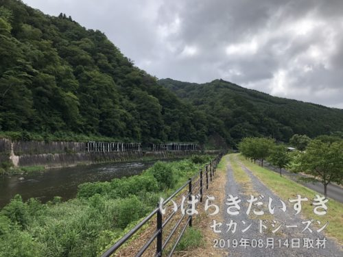 北田気付近では、久慈川に近づける。