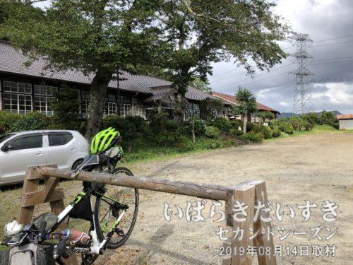 自転車を停めさせてもらい、中へ。