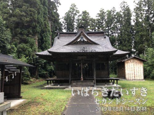 茨城百景 包括風景 下金沢八景 / 下金沢 十二所神社<br >この大子町、常陸大子駅周辺だけでも、十二所神社は4カ所もある。そのうちの一つ、下金沢の十二所神社。とりあえずここを「茨城百景 包括風景 下金沢八景」のひとつ、とさせていただきます。