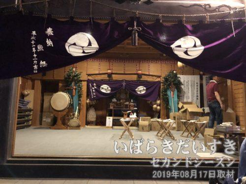鷲神社拝殿の中は、きれいに祀られています。