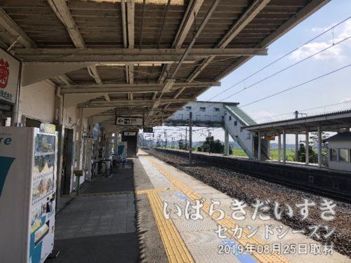 高浜駅1番線ホーム。