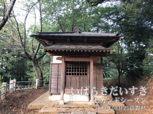 「金比羅宮」の額がある、金比羅神社拝殿。