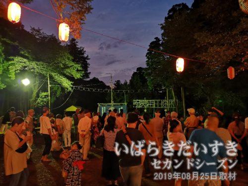 日が落ちてきた、高岡愛宕神社<br>少しずつ、見学者が増えてきています。