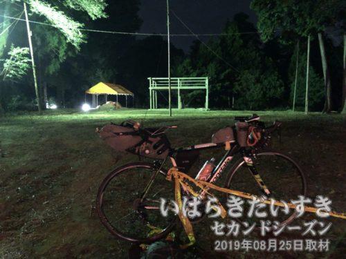 高岡流綱火 祭りのあと<br>先ほどまであれほど賑やかだった高岡愛宕神社境内ですが、舞台は撤収され、静かな空気が流れます。