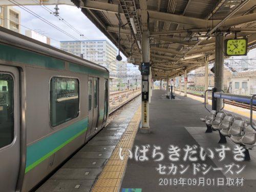 成田駅行き成田線は、4番線ホーム。