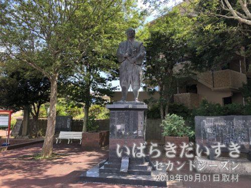 鹿島が産んだ、剣豪 塚原卜伝の像。