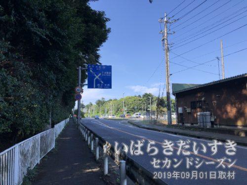 鹿島神宮の南側、宮中通りを進む。