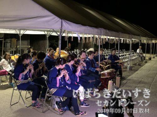 19時から拝殿前で、奉納囃子演奏。