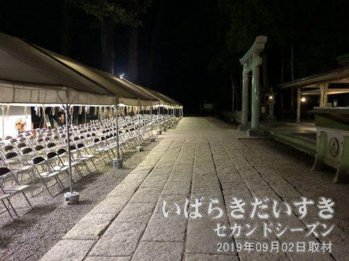 鹿島神宮拝殿前の参道。