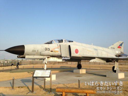 茨城空港敷地内には、茨城空港公園(航空広場)があり、戦闘機(モデル)が展示されています。