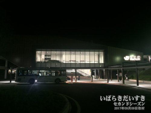 常磐線 石岡駅。周辺は静まりかえり、地方のそれである。