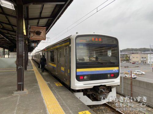 鹿島線_終点_鹿島神宮駅に入線
