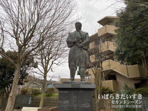 剣豪 塚原卜伝の像