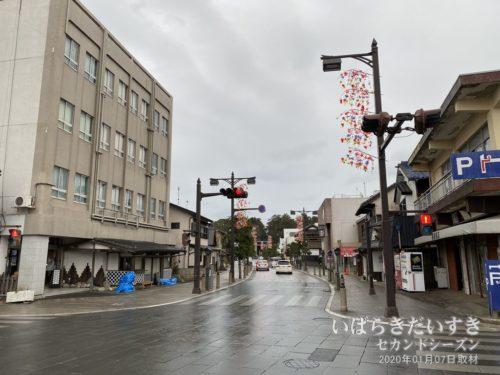 ホテルがんけ を左手に、鹿島神宮を望む