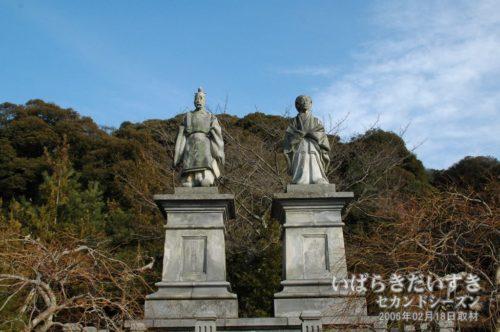 浅野長政 夫妻の石像 / 伝正寺境内にて(2006年撮影)
