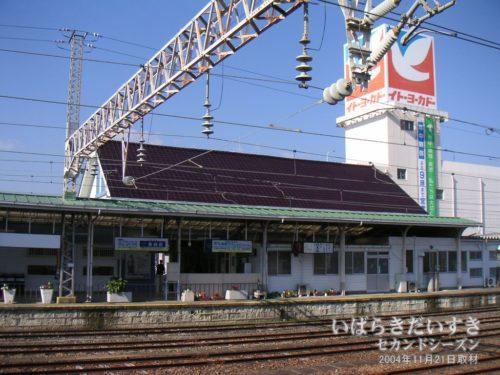 高萩駅ホームから、イトーヨーカドー高萩店を望む。