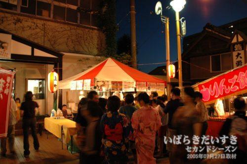 龍ケ崎祇園祭 どらすて前でコロッケの販売。