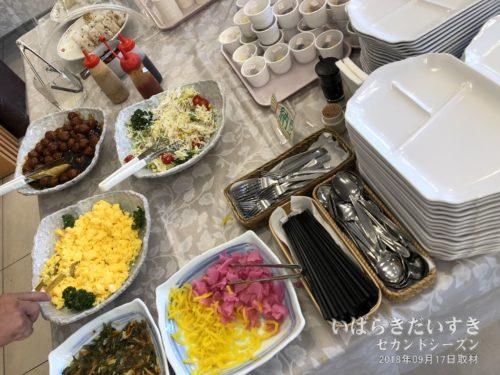 東横イン水戸南口無料朝食のおかず。(例)