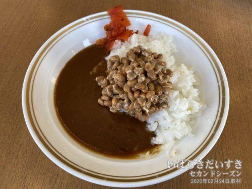 納豆をのせて、納豆カレー。