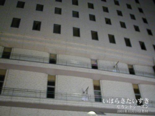 土浦東武ホテル 正面上を見上げる。
