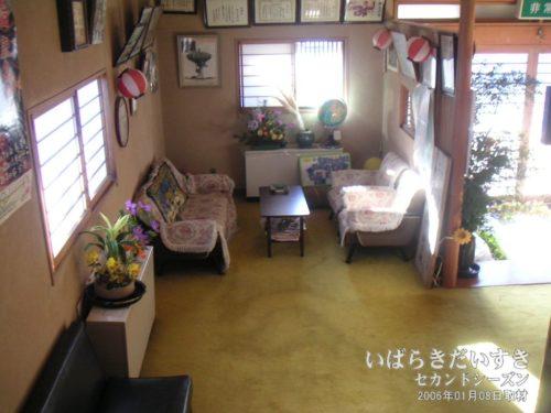 1階 待合スペース / フロント:吉見屋旅館