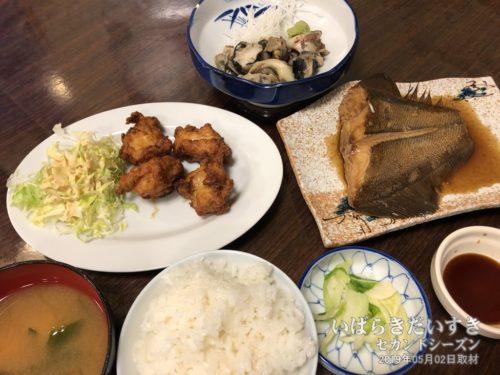 夕食:朝日屋旅館 / あさひや食堂にて