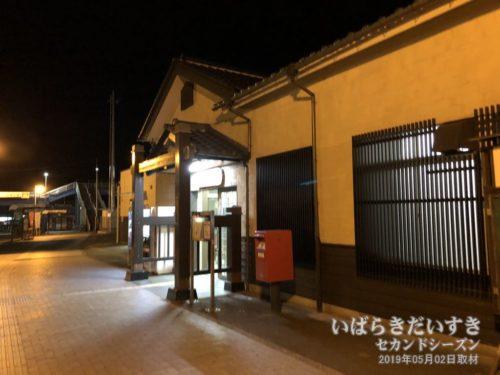 夜のJR勿来駅 駅舎