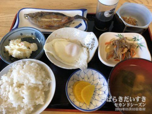朝食も、めっちゃ美味しい♪:朝日屋旅館