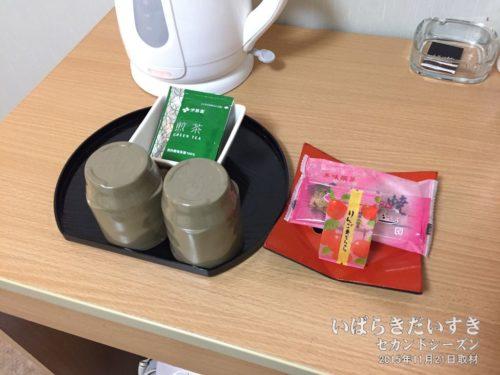 お茶とお茶受けがあるのが旅館っぽい:ホテル奥久慈館