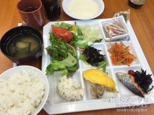 朝食:ホテル奥久慈館