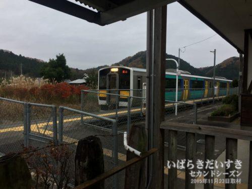 水郡線の車両が、下野宮駅に入線してくる。