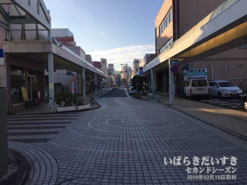 さみしい日立銀座通りを進んでいく。