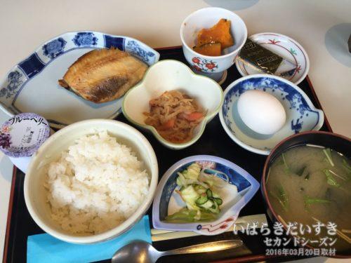 朝食:ホテル網元