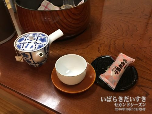 お茶とお茶受け(吉原殿中):ホテル河鹿園