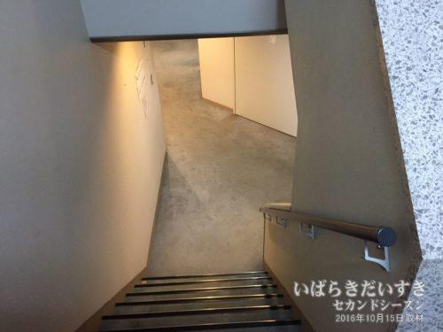 客室階へは階段のみ:ホテル河鹿園