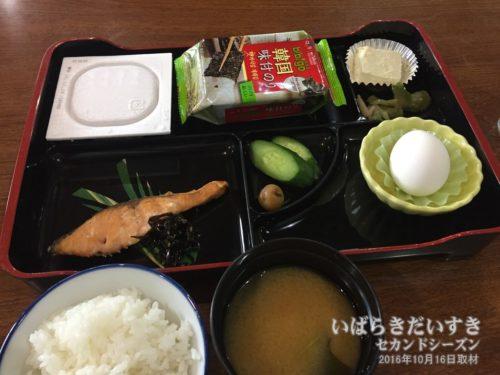 朝食:ホテル河鹿園