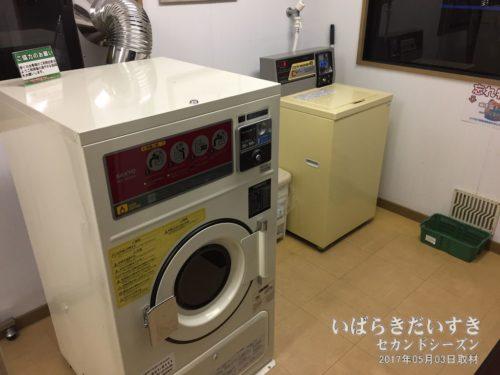 洗濯機のほかに、乾燥機もあります。
