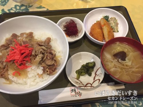 無料で提供される夕食 / 牛丼