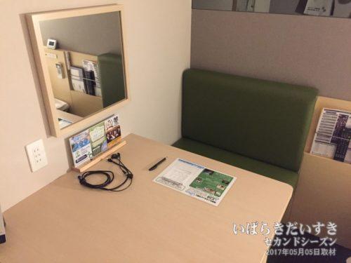 新しいデザインのデスク:スーパーホテル鹿嶋