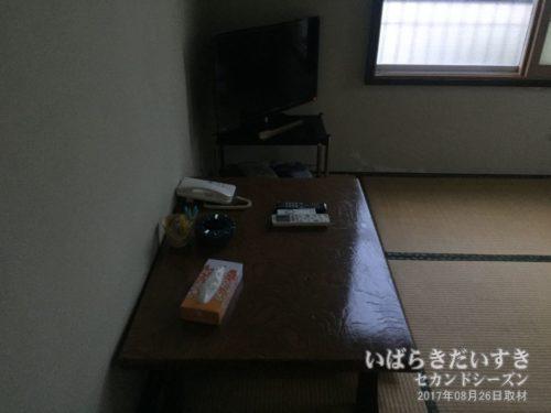和室 テーブル回り:東京庵