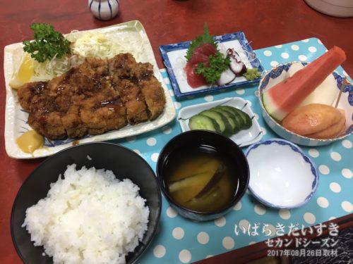 夕食:旅館 東京庵