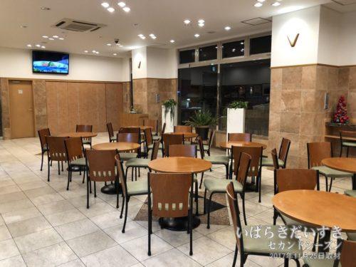 東横イン 日立駅前店の朝食フロアはカッコいいと思う。