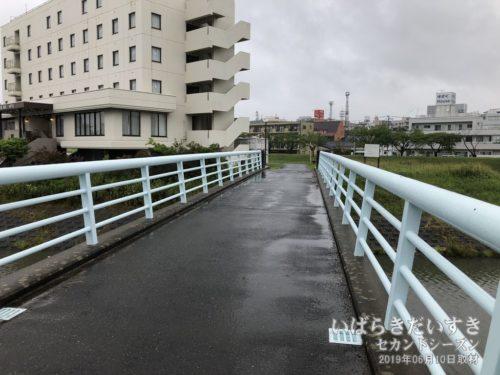 水戸駅からは、橋を細かく渡って訪問する。