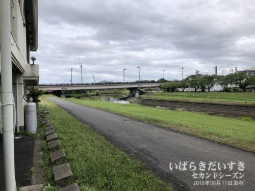 千波大橋:ホテルは川に囲まれている。