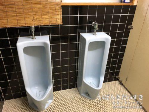 共同トイレ:鈴木屋旅館