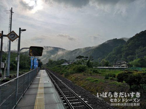 朝靄に包まれる、阿武隈山脈。